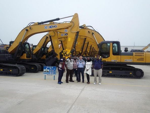 Tanzanian Client Visit XCMG Factory for Motor Grader and